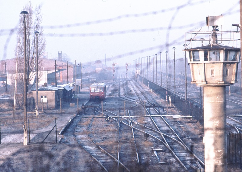 Bahnhof Berlin-Staaken nach dem Bau der Mauer